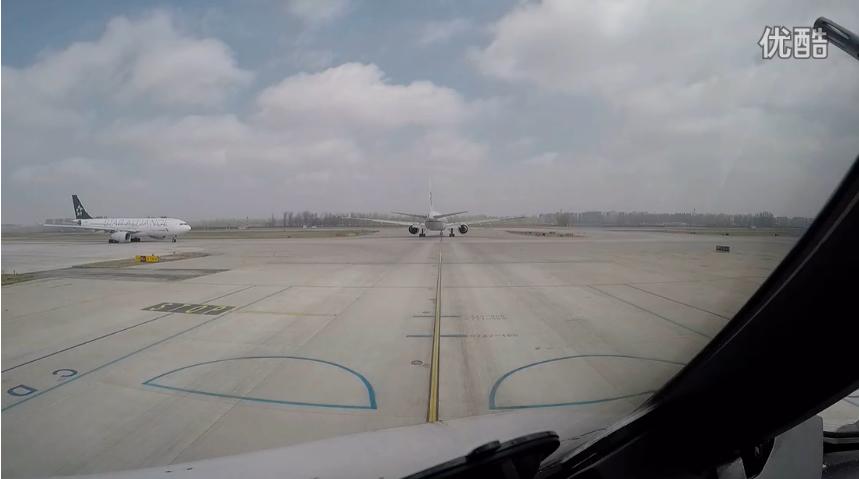 我知道你们都坐过飞机,但一定没见过这么震撼的场景,2分10秒开始高能